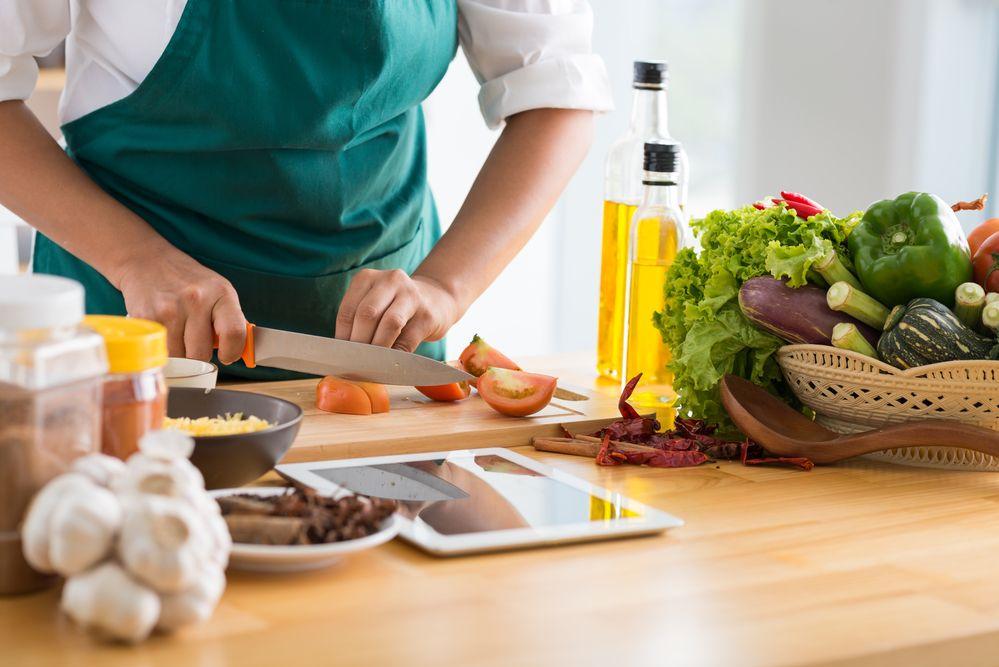 El smartphone se cuela en las cocinas de los millennials y generación Z