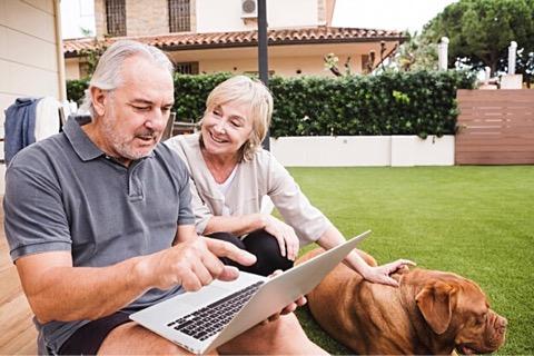 Tecnología y el adulto mayor es una relación estratégica