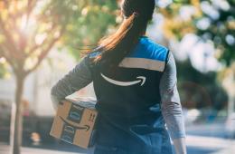Amazon ya entrega pedidos en solo unas horas (incluso de madrugada!) gracias a una nueva red de minicentros logísticos